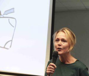Foto van boeklezing Korine van Veldhuijsen