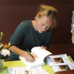 Boeken signeren na lezing